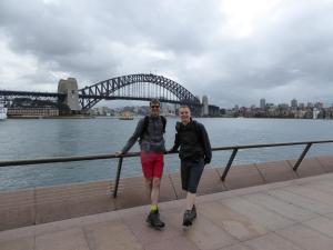 Op de boulevard met de Sydney Harbour Bridge.