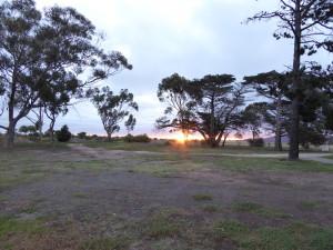 Zonsondergang op de laatste kampeerspot.